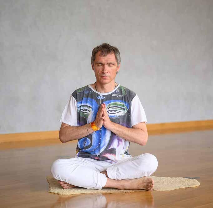 Класс кундалини йоги. 3 основные мантры.